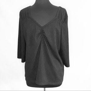 Rebel black rib knit top. Size 2X. V-neck ruching